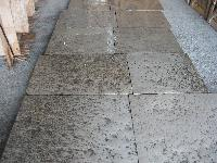 ANCIENT FLOORING IN RECOVERY OLDSTONE OF BOURGOGNE IN PHOTO THICKNESS ORIGINATE THEM AGE 1700 IN STOCK<br> 1000/2000 M2.<br> MATERIAUX ANCIENS,RECLAIMED ANTIQUE LIMESTONE<br>