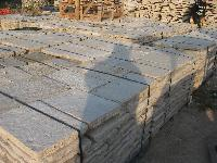 FLOORING IN  RECOVERY OLD STONE CUT 5 CM. IN PALETT DE M2 10,54, IDEAL FOR EXTERNAL PAVING.<br> AVAILABLE IN STOCK OF 500 M2 IN WAREHOUSE.<br> MAT&egrave;RIAUX ANCIENS IN RECOVERY STONE OF BOURGOGNE,RECLAIMED ANTIQUE LIMESTONE.<br> 2015 DISCOUNT 10% ( PRICE SEND EMAIL ).